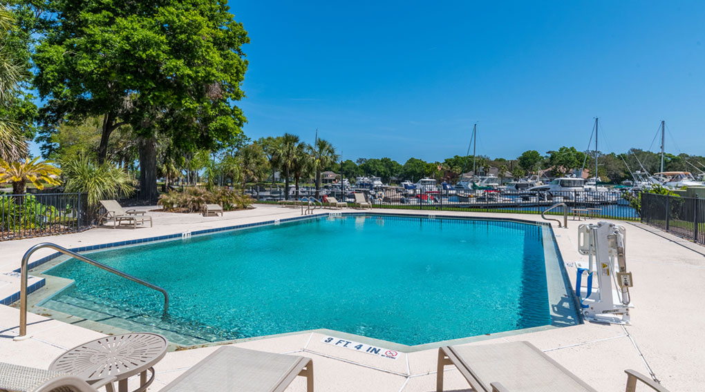 Queen's Harbour Yacht & Country Club pool