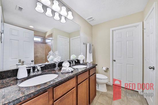 14139 Corrine Cir bathroom