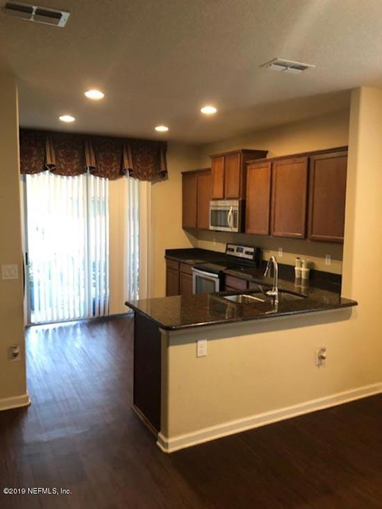 14139 Corrine Cir kitchen area